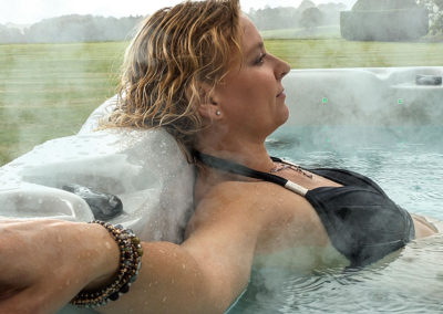 Hot Tub - Relax in Style
